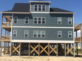 Brand New 4 bed/3.5 Bath Beach House!, North Topsail Beach