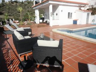 Red Box Apartments at Casa Como Free WiFi and A/C, Vinuela