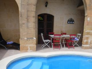 Beautifully Renovated Stone Villa With Pool Xaghra