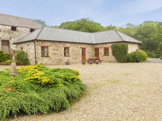 SWALLOW COTTAGE, all ground floor, shared outdoor pool, off road parking, in Llanboidy, Ref 924597