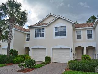 Modern & chic pet friendly coach home close to the beach!, Napels