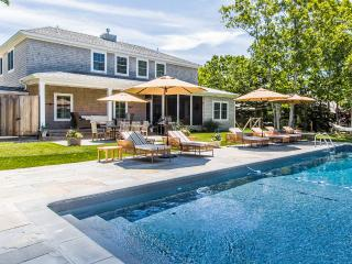 WALSB - New Contemporary Luxury Home,  Heated Pool 18 x 40, Luxury Amenities, Central A/C Levels one and two,  Screened Porch, Patio and  Private Yard, Edgartown