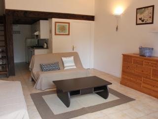 Very Private Gites Beach Cottage, Roujan