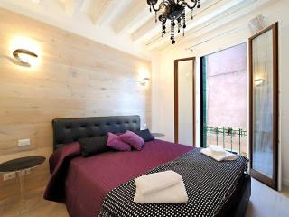 Tiffany canal view-glam apartment 1, Venice