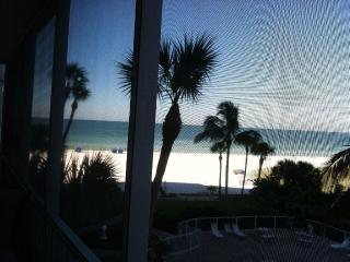 Renovated, Fantastic Gulf view and beach property, Siesta Key
