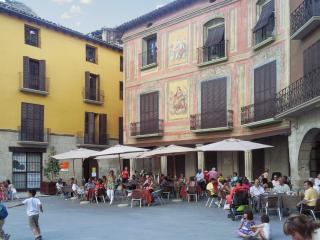 Central duplex apartment in Graus' Plaza Mayor (Pyrenees) with 2 bedrooms and city view