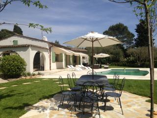 Experience Cote d'Azur- Villa Tutti with Pool a, Valbonne