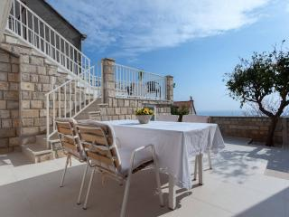 Sunshine Home with terrace and view, Dubrovnik