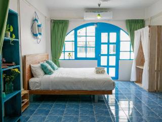 Cozy quiet room close to beach and shopping center, Patong