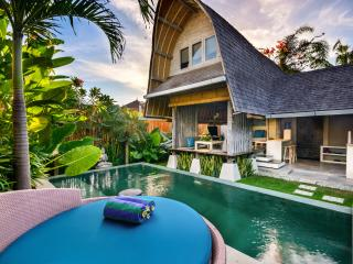 Villa Atlantis Seminyak - Romantic Luxury Escape, Mengwi