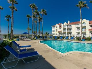 Island Paradise! 1 block from the beach!, Corpus Christi