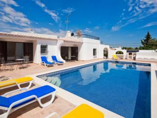 RENOVATED AND STYLISH 3 BEDROOM VILLA WITH POOL,, Carvoeiro