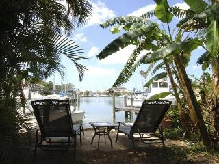 Charming Private Waterfront GetawaynearJohn's Pass, Madeira Beach