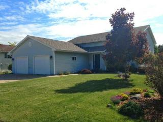 2 Bedroom 2 Miles From EAA Grounds!, Oshkosh