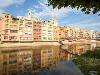 Bright, riverside apartment No 6 in great location, Girona