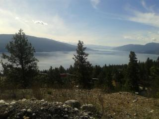 Okanagan Lake View Home Near Beach !, Vernon