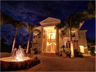 Villa Margarita - Pool, Butler, Maids & Golf Carts, Punta Cana