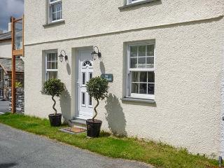 SADDLEBECK, pet-friendly ground floor apartment, en-suite, patio, next to inn, in Torver, Ref 921823, Coniston