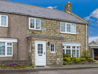 SANDY KNOWES, seaside cottage, woodburning stove, games room, in Low Hauxley near Amble, Ref 924140