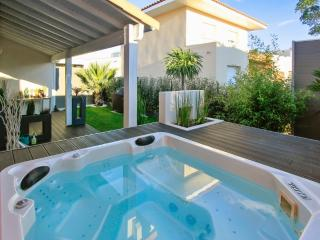 Villa near Montpellier with Jacuzzi, Jacou