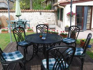 La Petite Maison at Green Shutters - Sleeps 2, Mansle