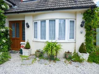 CLAIRE'S COTTAGE, cosy, single-storey annexe, off road parking, lawned garden, plenty to see and do nearby, near Kilkhampton, Ref 925957