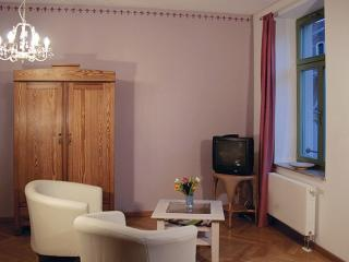 Vacation Apartment in Dresden - 388 sqft, quiet, central, comfortable (# 8800)