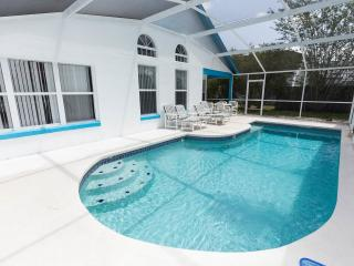 Gorgeous Palm Villa with a Pool and free WiFi!!, Kissimmee