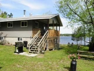 Charleston Lake Cottage, Lansdowne