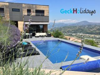 VILLA LILY WITH PRIVATE POOL 3 BEDROOMS, St-Laurent du Var