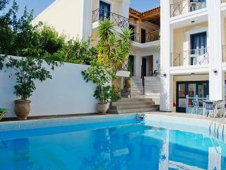 5pers. Apartment with pool 50m from the beach., Agia Pelagia