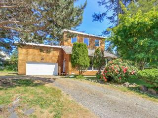Charming Lincoln City home 3 blocks from the beach!