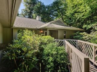 160 Laurelwood Drive, Highlands