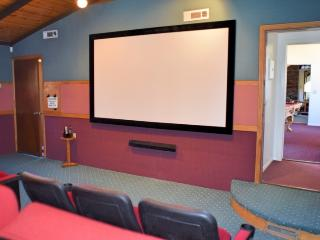 All Seasons! Movie Theater! Pool! Spa! Mtn Views!, Big Bear Lake