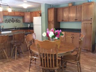 Dream Cottage in Private Setting with Hot Tub WiFi, Lake Junaluska