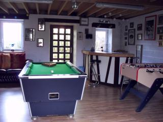 'Private Heated Pool' 'Hot Tub' Games Room, Domfront