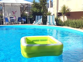 luxury apartment with private swimming pools, Stobrec