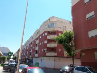 Spacious 2 Bed Apartment Town Centre Location WiFI, Torrevieja
