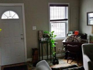 Duplex w/ Backyard Ten minutes to Union Station, Washington DC