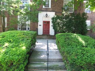 3 BR Shaker Sq. Apt. - Near Cleve. Clinic & Case, Shaker Heights