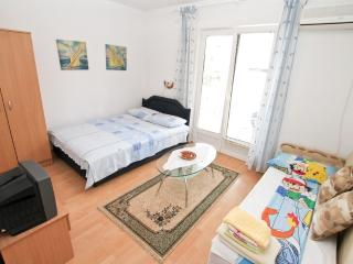 Semi Modern Apartment with 2 bedrooms in Igalo
