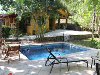 Quiet country home with pool 5 minutes to Hermosa Beach, 15 minutes to Jaco, Playa Hermosa