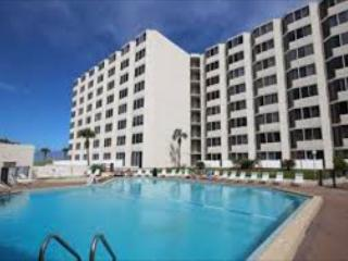 Top of the Gulf 525-Studio-Gulf Front-Sleeps 4-Great Value on the Beach!, Panama City
