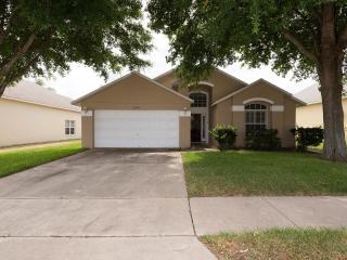 Enchanting Star Lake View House with Balcony, Pool, and Jacuzzi, Kissimmee