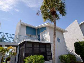 Madeira Beach Yacht Club 231-F Cheerful upper level one bedroom