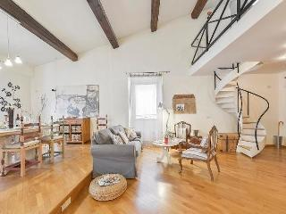 Wonderful Vacation Rental at Daphne in Florence