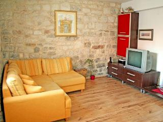 Adorable holiday home in the middle of Trogir 6450