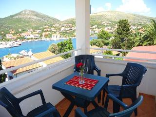 Cozy apartment with stunning sea views 12417, Donji Seget