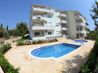Pretty accommodation with swimming pool 12452, Okrug Gornji