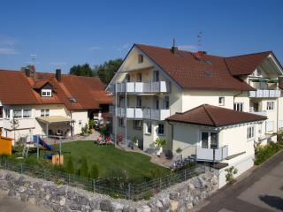 Vacation Apartment in Wasserburg - 915 sqft, 2 bedrooms, max. 4 People (# 8606)